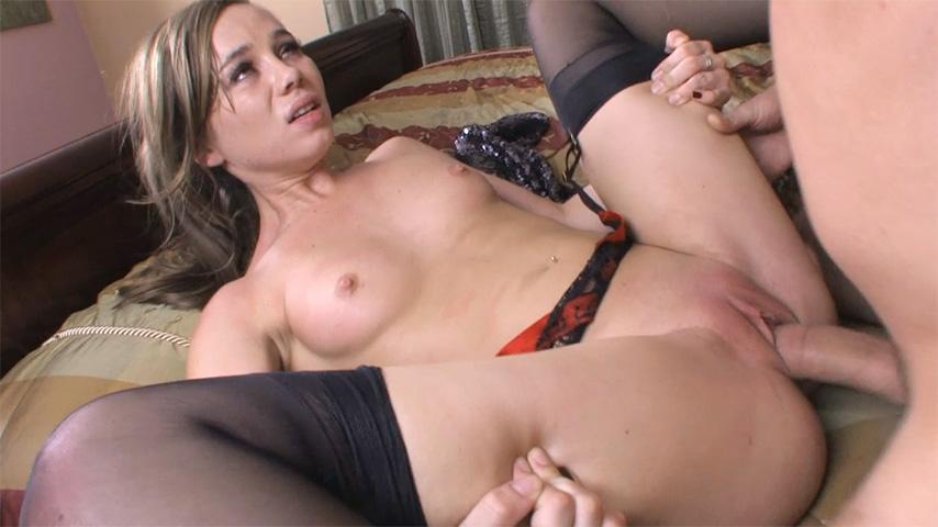 Loirinha com roupa erótica